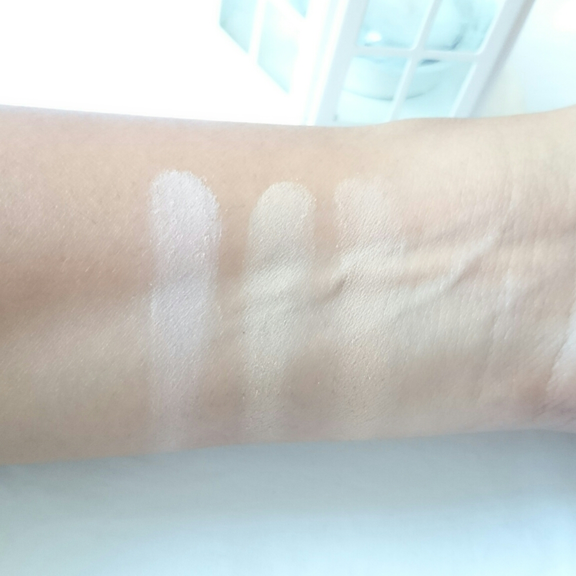 Maybelline White Super Fresh Compact Powder review and swatches